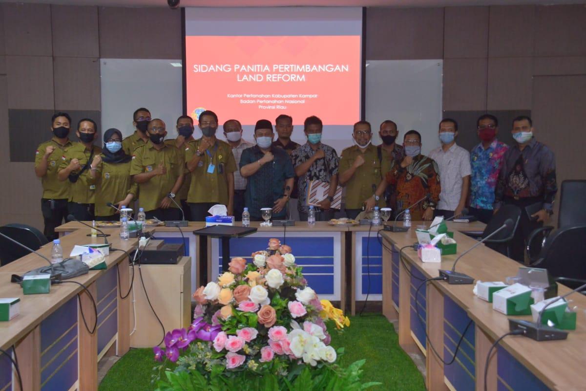 Bupati Kampar Pimpin Sidang Panitia Pertimbangan Land Reform 2.172 Bidang Tanah Untuk Masyarakat