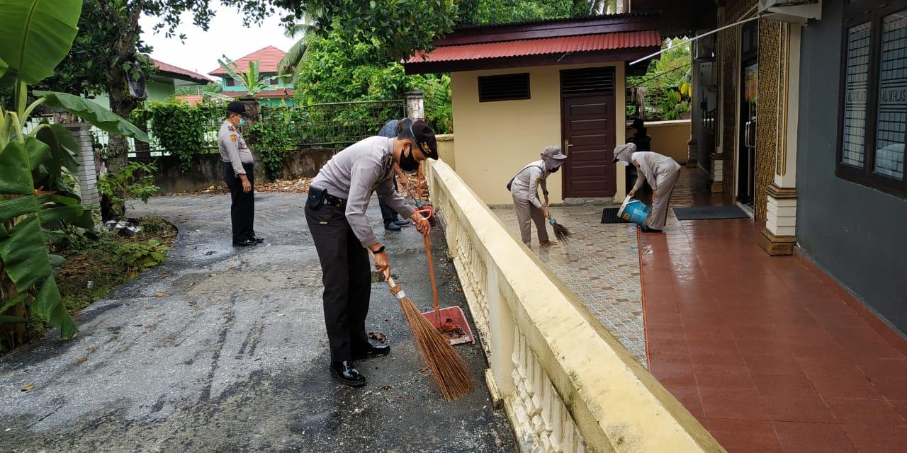 Jelang Hari Bhayangkara Ke-74, Polres Kampar Lakukan Goro dan Desinfeksi di Tempat Ibadah