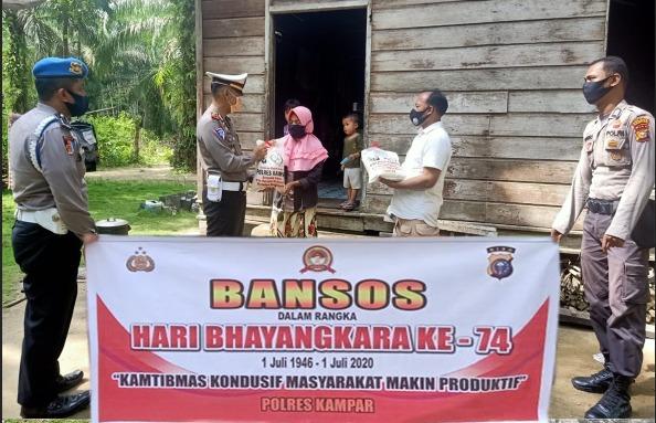 Polres Kampar Kembali Bagikan 40 Karung Beras Dan 100 Masker Jelang Hari Bhayangkara Ke-74