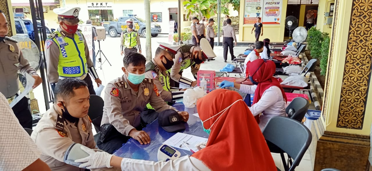 Puluhan Personel Polres Kampar Donorkan Darahnya Jelang Hari Bhayangkara Ke-74