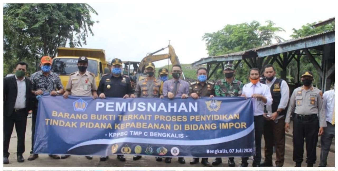 11 Ton Bawang Merah Ilegal Asal Malaysia Dimusnahkan Bea Cukai Bengkalis