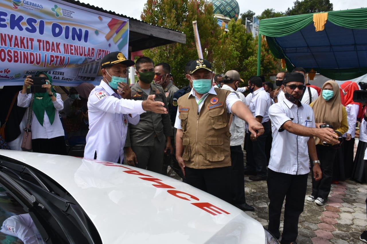 Bupati Kampar Serahkan Mobil Ambulance Dua Desa di Kecamatan Gunung Sahilan