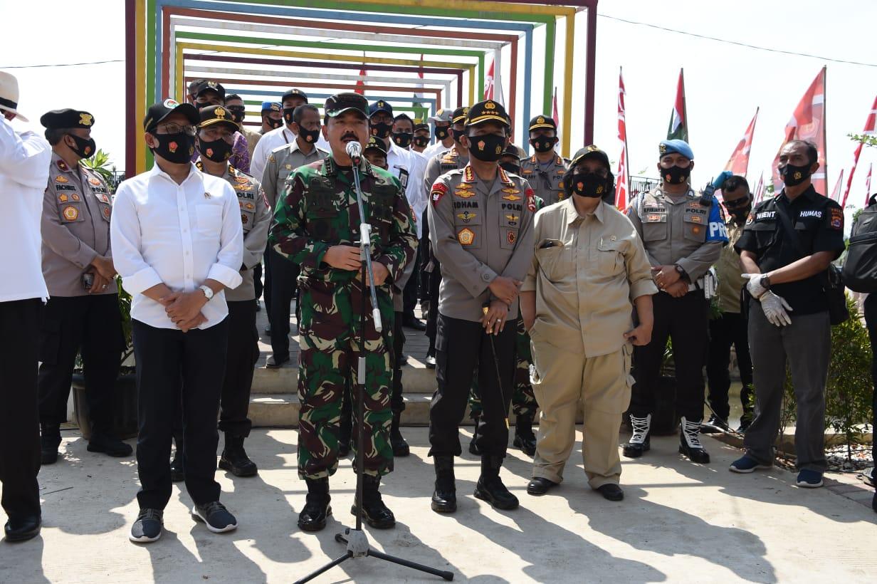 Kapolri Jenderal Pol Idham Azis dan Panglima TNI Marsekal Hadi Tjahjanto Mengunjungi Wisata Aquaculture Mangrove di Desa Ketapang