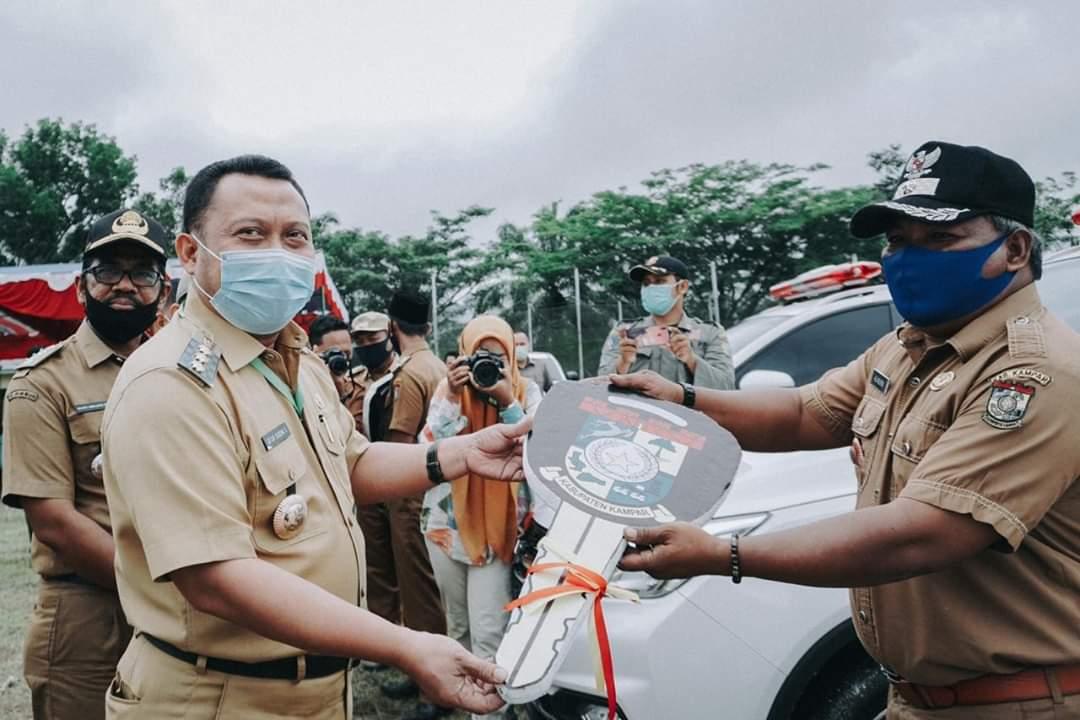 Bupati Kembali Serahkan Ambulance Untuk Tiga Desa di Kecamatan Kampar Kiri Tengah