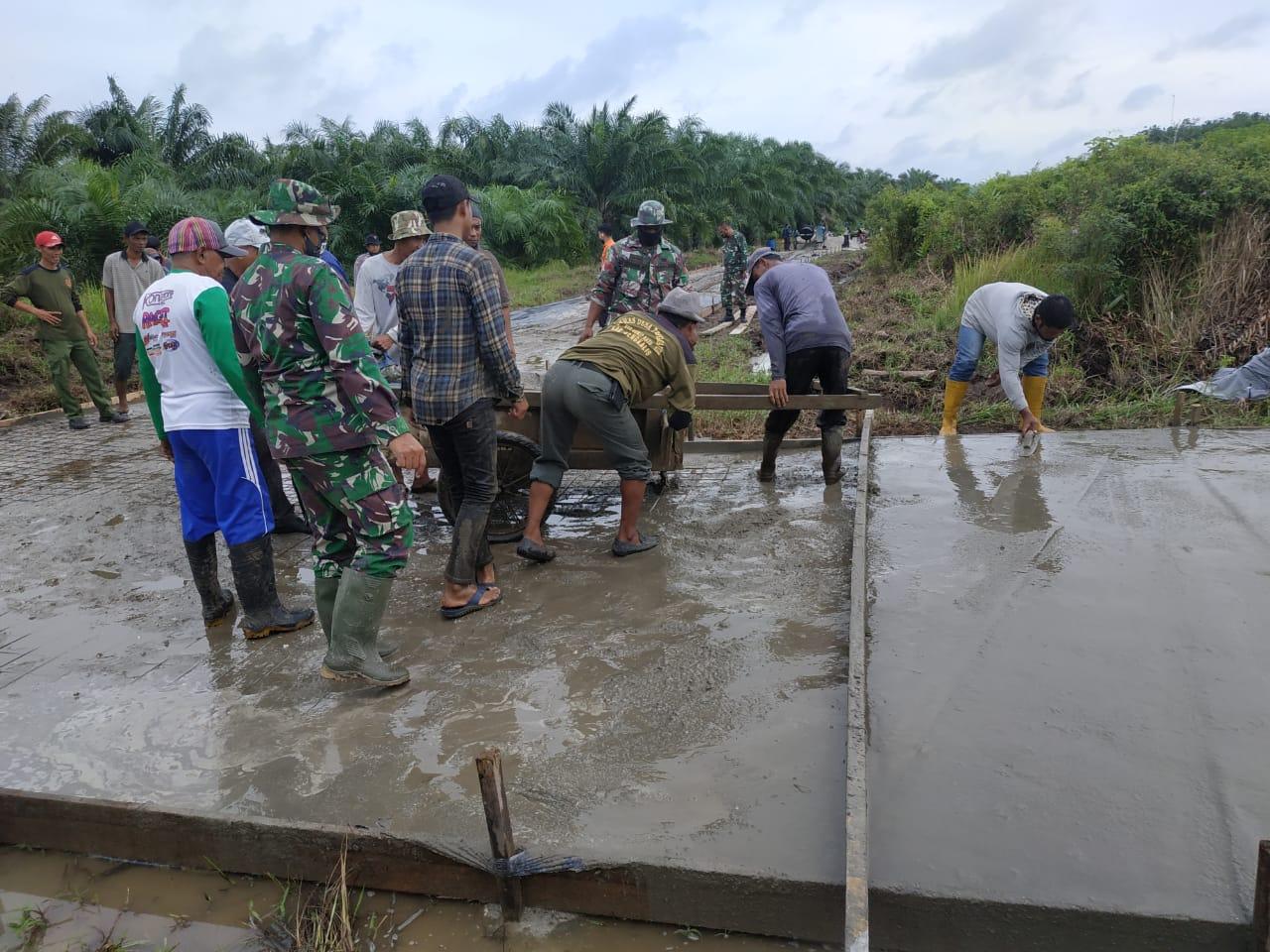 Danramil 07/Bukit Batu Kapten Inf Tarman Sugianto:Berikan Semangat Kepada Masyarakat Tenggayun