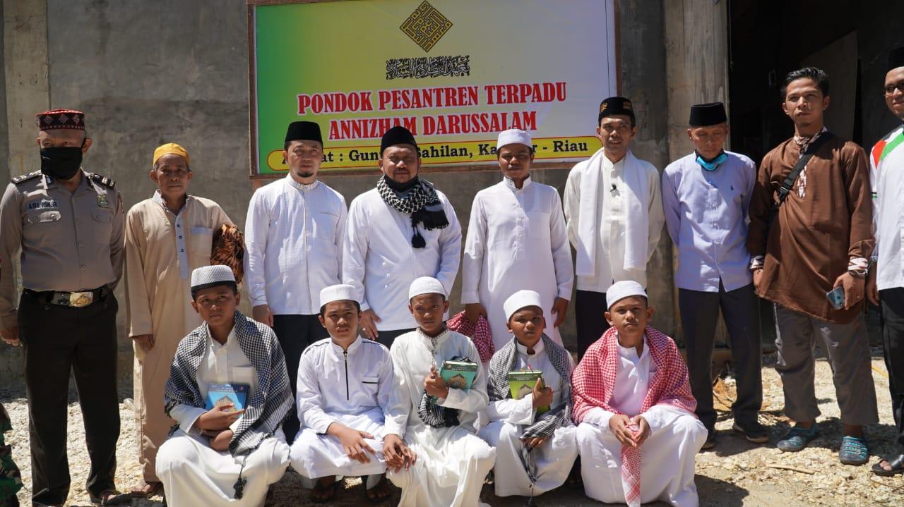 Bupati Resmikan Ponpes dan Lakukan Pemancangan Pembangunan Mesjid Annizham