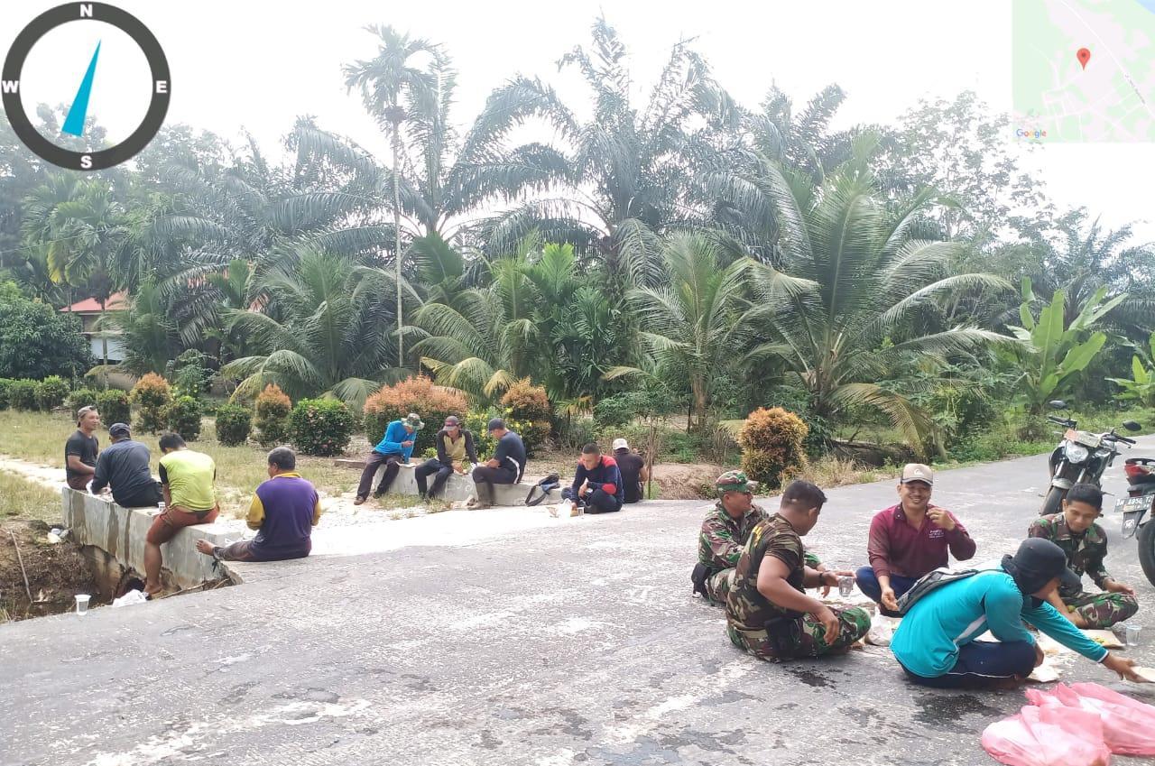 Pasiter Kodim 0303/Bengkalis Ikut Goro Bersama Warga Temiang