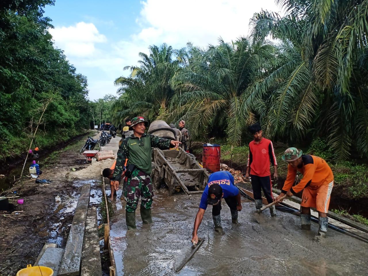 Bahar Warga Desa Temiang : Kerja Bakti Kami Rela Bergabung Dengan TNl