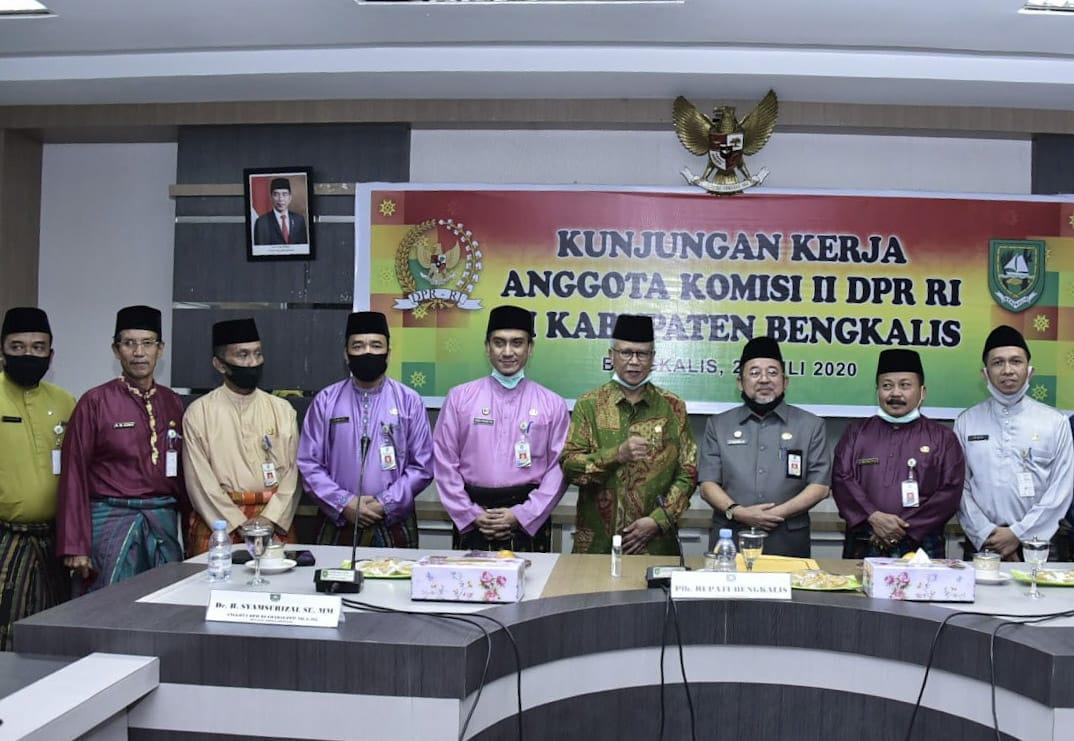 Plh. Bupati Bengkalis Sambut Kedatangan H. Syamsurizal Anggota Komisi II DPR-RI di Bengkalis