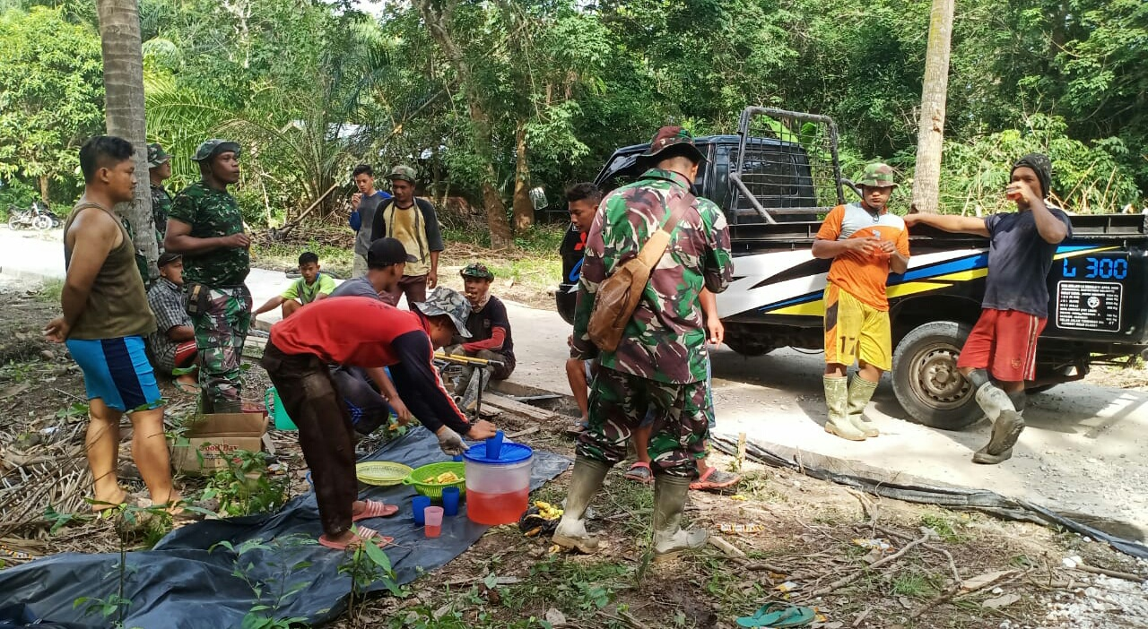 "TMMD Kapten Inf Tarman Sugianto,"" Pekerjaan Semenisasi Jalan Desa Hampir Mencapai Target"