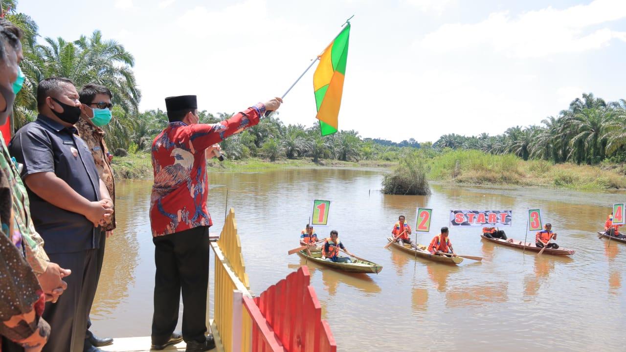 Hari Jadi Desa Rambah Tengah Hilir, Sukiman Lepas Secara Langsung Perlombaan Pacu Sampan