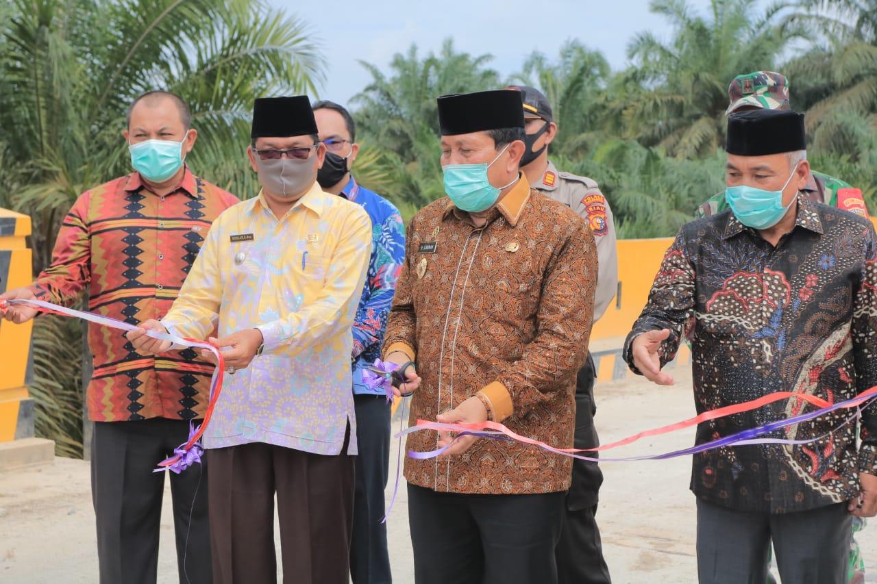 Bupati H. Sukiman Resmikan Jembatan Pisang Kolek Kota Lama
