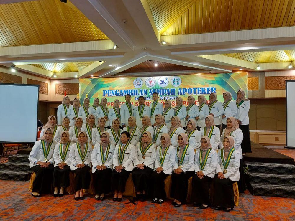 Mahasiswa Apoteker STIFAR Riau Resmi Diambil Sumpahnya