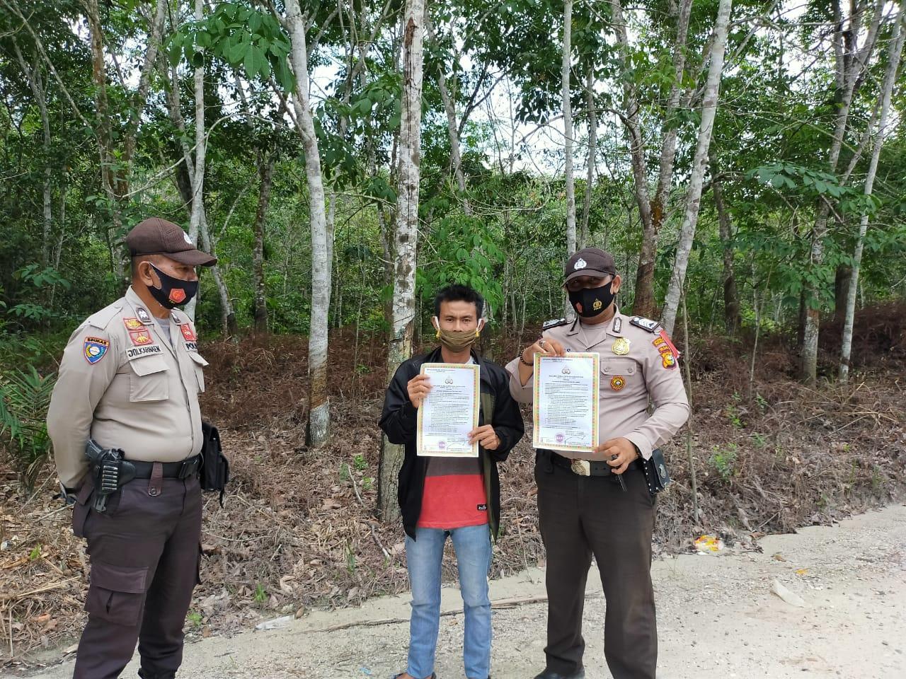Polsek Pangkalan Kuras Rutin Patroli Karhutla Dan Penyebaran Maklumat Kapolda Riau
