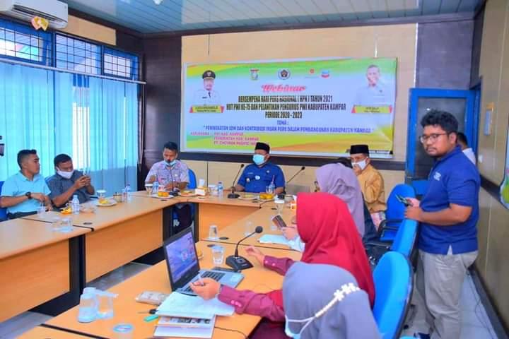 Bupati Kampar Hadiri Webinar HPN Tahun 2021 Dan HUT PWI Kabupaten Kampar Ke-75