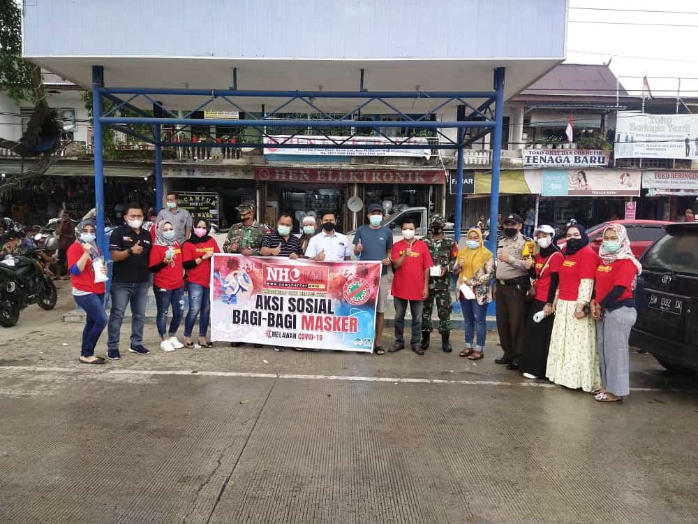 NewsHanter.Com Bersama PT Musim Mas Bagikan Masker Gratis Kepada Warga dijalan Lintas Timur