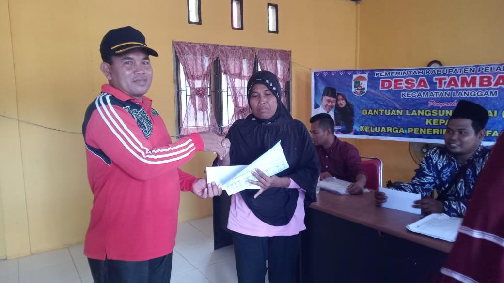 Pemerintah Desa Tambak Serahkan BLT DD Untuk 170 KPM