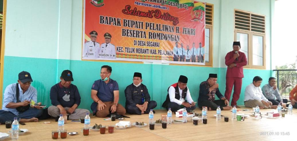 Bupati Pelalawan Lakukan Kunjungan Kerja Ke 2 Desa Di Kecamatan Teluk Meranti